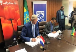 (2) Philips and the governments of Ethiopia and the Netherlands sign seven-year agreement to build E